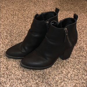 Universal Thread black booties